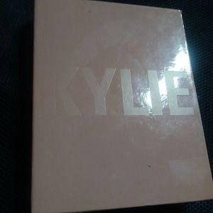 Kylie Cosmetics Pressed Illuminating Powder
